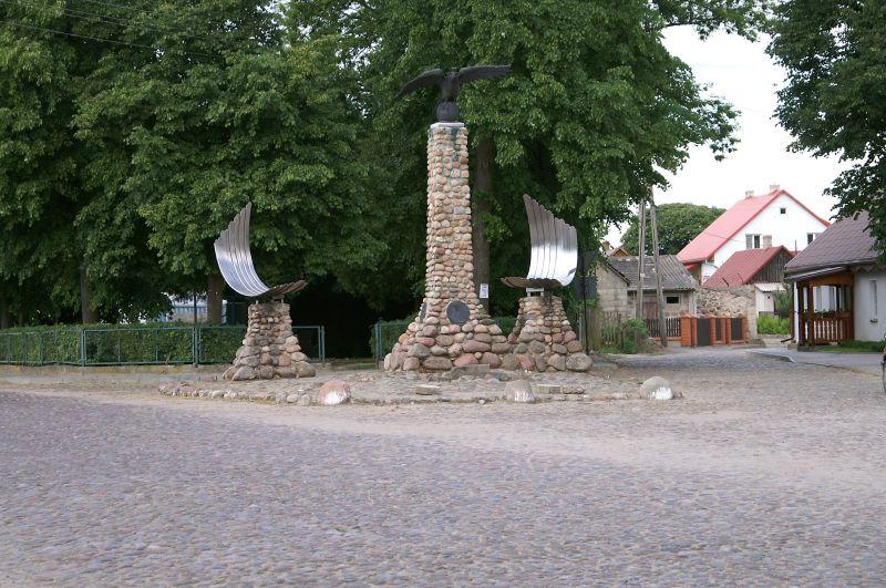 Pomnik Orła Białego przy Dworku Administratora